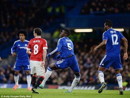 Trung ve tru cot cua Chelsea chan thuong, nguy co nghi het mua giai - Anh 1