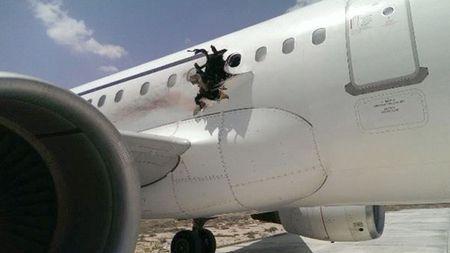 Vu no thung may bay o Somalia: Bom gai trong may tinh xach tay - Anh 1