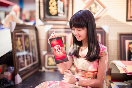 Lam Thanh My mac vay hoa xuong pho xin chu ong do - Anh 3