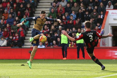 Danh bai doi thu trong 1 phut, Arsenal tro lai top 3 - Anh 1