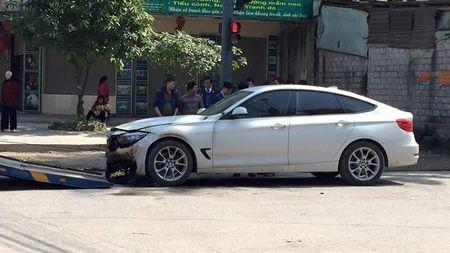 BMW 328i bat ngo chay den o Ha Tinh sang mung 1 Tet - Anh 1