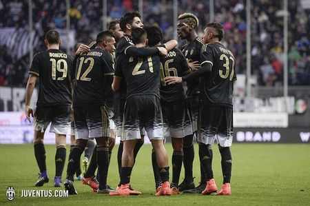Vong 24 Serie A: Juventus lai thang, Milan va Inter cung gay that vong - Anh 1