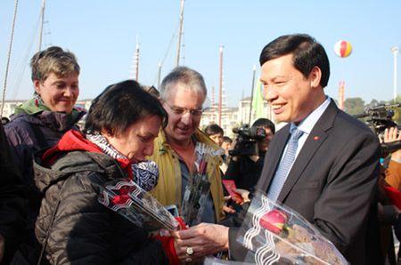 5000 luot du khach tham quan Vinh Ha Long trong ngay mung 1 Tet - Anh 1
