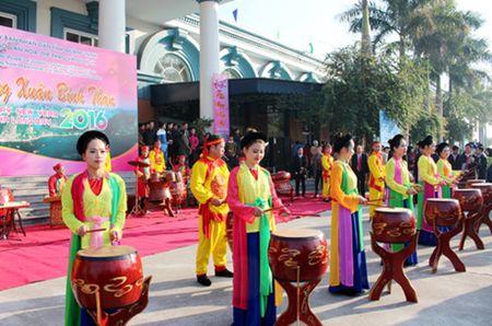 5000 luot du khach tham quan Vinh Ha Long trong ngay mung 1 Tet - Anh 2