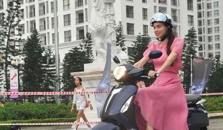 Nhan hang lap lung chuyen Ha Ho dung lam dai su thuong hieu - Anh 1