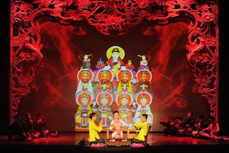 Dao dien Viet Tu trinh lang chuong trinh Tu Phu - Anh 1
