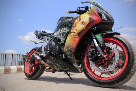 Honda CBR 1000RR phong cach Rock and Roll cua biker Sai Gon - Anh 2