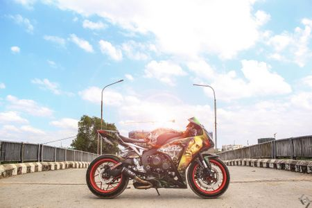 Honda CBR 1000RR phong cach Rock and Roll cua biker Sai Gon - Anh 5