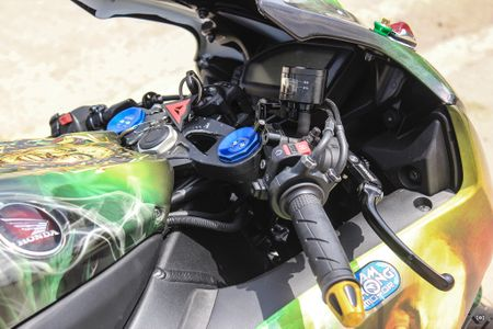 Honda CBR 1000RR phong cach Rock and Roll cua biker Sai Gon - Anh 7