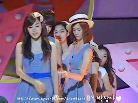 3 my nhan Kpop so san khau, run ray khi thay camera - Anh 6