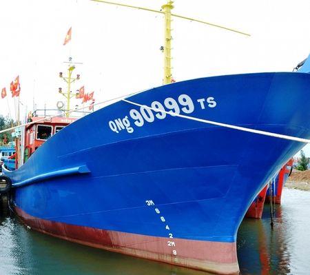 Vietcombank Quang Ngai ban giao tau cho ngu dan - Anh 2