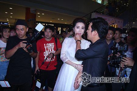 Truong Giang khom nguoi chinh vay cho Nha Phuong tren tham do - Anh 8