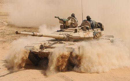 Xe tang T-90 Nga truoc don danh cua ten lua chong tang TOW My o Syria - Anh 1