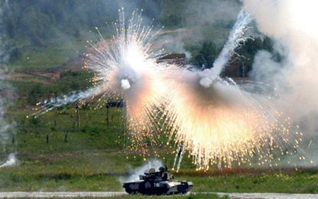 Xe tang T-90 Nga truoc don danh cua ten lua chong tang TOW My o Syria - Anh 2