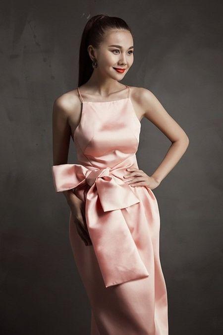 Thanh Hang khoe chan thon dang dep o tuoi 33 - Anh 2