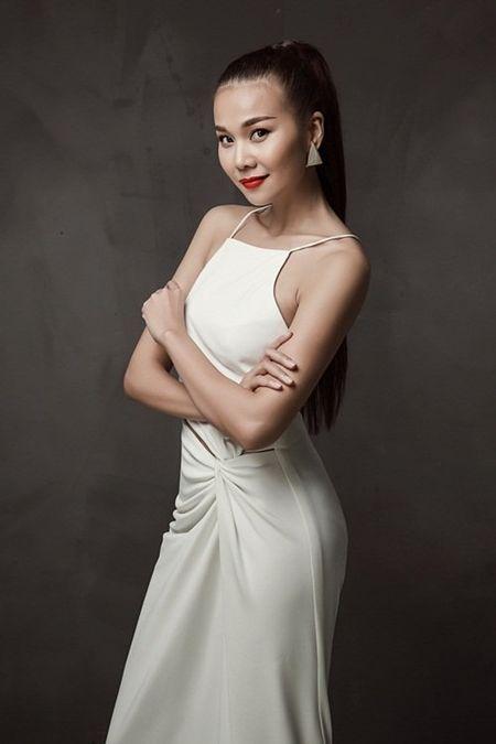 Thanh Hang khoe chan thon dang dep o tuoi 33 - Anh 7