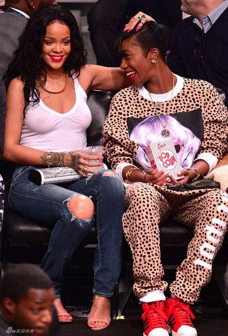 Rihanna tha rong vong mot o NBA - Anh 1