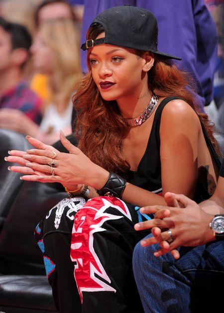 Rihanna tha rong vong mot o NBA - Anh 8