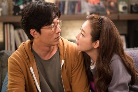 My nhan khong tuoi Choi Ji-won det chuyen tinh lang man - Anh 2