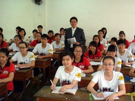 Hieu truong tham gia day 2 tiet/tuan duoc huong phu cap uu dai - Anh 1
