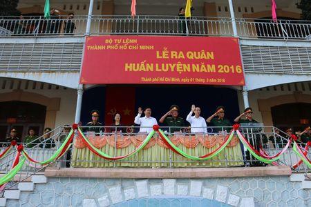 Bi thu Thanh uy Dinh La Thang du le ra quan huan luyen - Anh 1