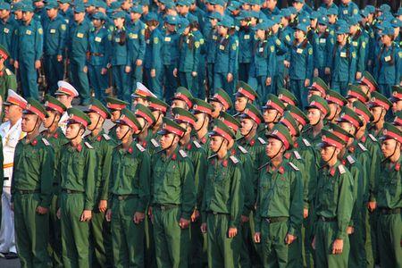 Bi thu Thanh uy Dinh La Thang du le ra quan huan luyen - Anh 4