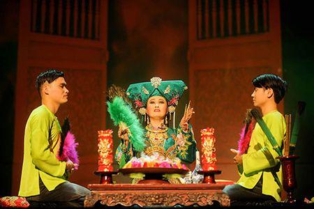 """Vo dien """"Tu Phu"""" dem nghi le Len Dong len san khau - Anh 1"""