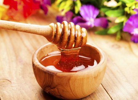 10 meo hay giup phan biet mat ong that va gia - Anh 1