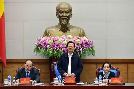 Thu tuong Nguyen Tan Dungc: Can quan tam hon den khen thuong nguoi lao dong truc tiep - Anh 1