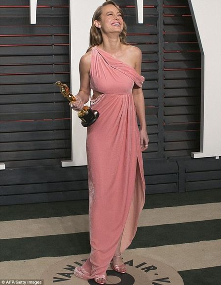 Brie Larson hoan an mung Oscar de sang Viet Nam dong phim - Anh 2