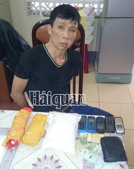 Chan dung vu van chuyen 2kg ma tuy tong hop - Anh 1