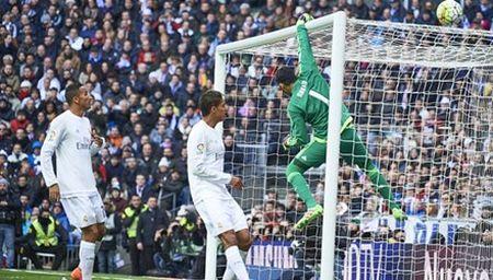 Real va su 'mong manh de vo' duoi thoi Zidane - Anh 1