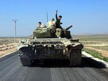 Quan doi Syria gianh lai tuyen duong cung cap chinh Hama-Aleppo - Anh 1