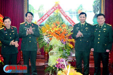 Bo Tu lenh QK4 chuc mung BDBP Ha Tinh nhan ngay truyen thong - Anh 1