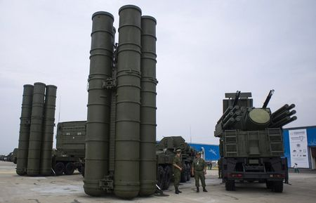 Quan doi Nga tiep nhan 5 trung doan S-400 Triumf truoc ke hoach - Anh 1