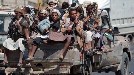 "Video: Nhung pha ""lieu minh nhu chang co"" cua phien quan ""chan dat"" Houthi - Anh 1"