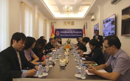 BT Ha Hung Cuong lam viec voi VP Tong Cong to ben canh TATC Campuchia - Anh 1