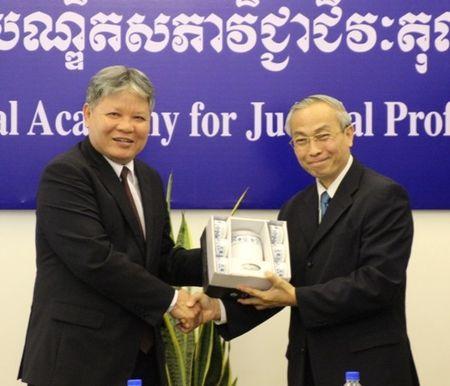 BT Ha Hung Cuong lam viec voi VP Tong Cong to ben canh TATC Campuchia - Anh 2