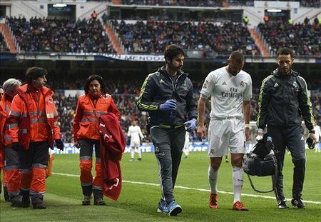 Tien dao Benzema lo tran luot ve voi Roma - Anh 1