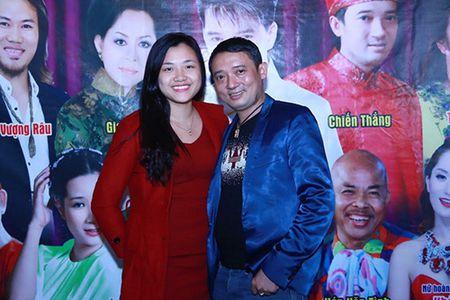 Danh hai Chien Thang cong khai ban gai kem 18 tuoi - Anh 2