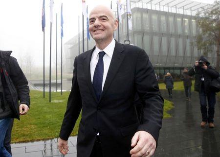 Soc: Tan chu tich FIFA bi cao buoc mua phieu bau - Anh 2