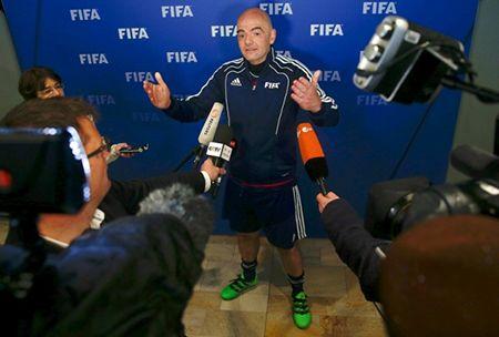 Tan chu tich FIFA san tim nguoi tai - Anh 1