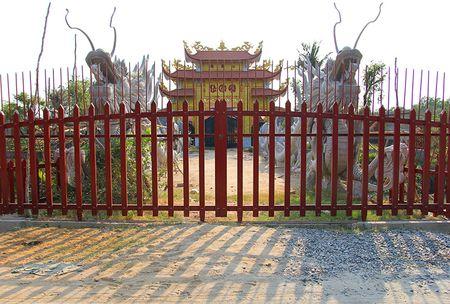 Cong trinh nha tho to cua Hoai Linh dong cua im lim - Anh 2