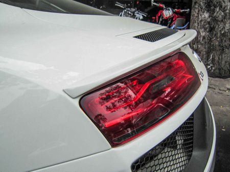 Audi R8 V10 tai Sai Gon do goi than vo den tu Duc - Anh 12