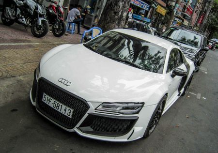 Audi R8 V10 tai Sai Gon do goi than vo den tu Duc - Anh 1