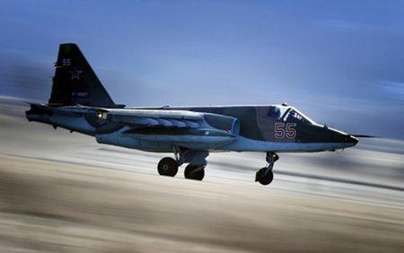 Roi may bay chien dau Su-25 cua Nga, phi cong tu nan - Anh 1