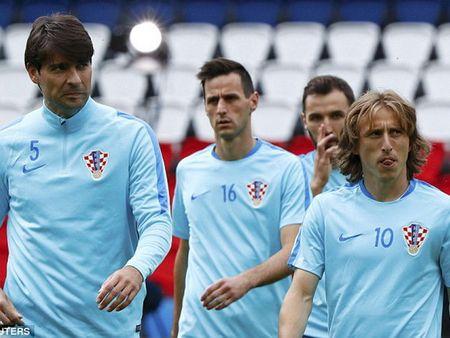 EURO 2016: Tran dau can tai can suc giua Croatia va Tho Nhi Ky - Anh 1
