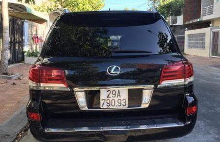 Duong quan lo Pho chu tich di Lexus gan bien xanh - Anh 1