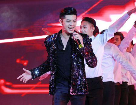 Dong Nhi ngay cang trinh dien tao bao - Anh 6