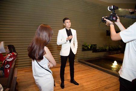 Vinh Thuy dien trai hut hon trong buoi hop bao The Face - Anh 3